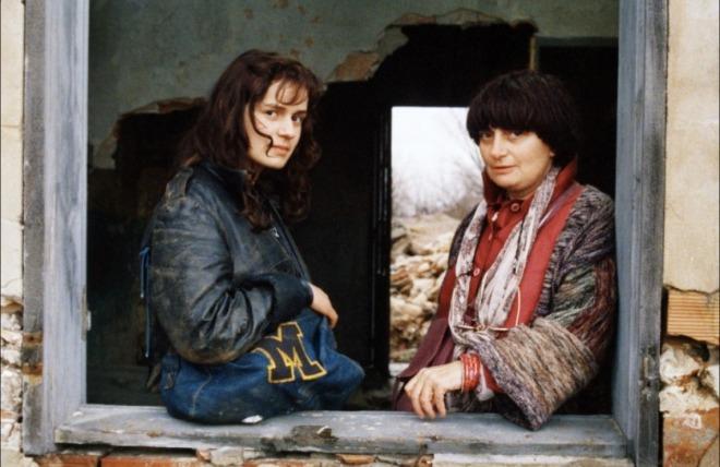 19_Sandrine Bonnaire and Director Agnès Varda on the set of Vagabond..jpg