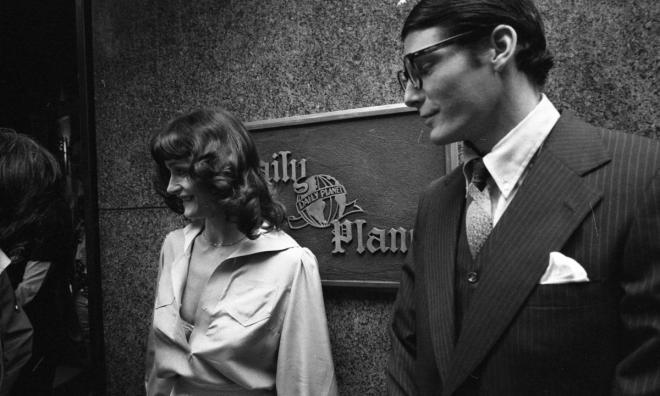 24_Christopher Reeve and Margot Kidder at the Daily News Building in New York City, taking a break from filming scenes for Superman (1978, Richard Donner). Photo by Harry Hamburg.jpg