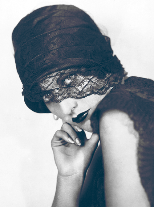 1_Joan Crawford photographed by Ruth Harriet Louise, 1928.png