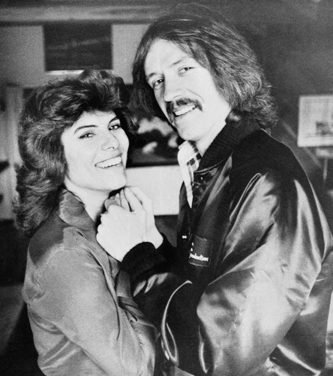 23_Adrienne Barbeau and Director John Carpenter on the set of The Fog..jpg