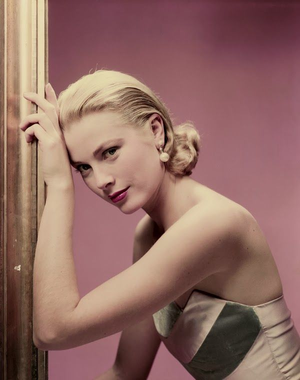 11_Grace Kelly in a dress by Oleg Cassini, photographed by Erwin Blumenfeld for Cosmopolitan, April 1955.-1.jpg