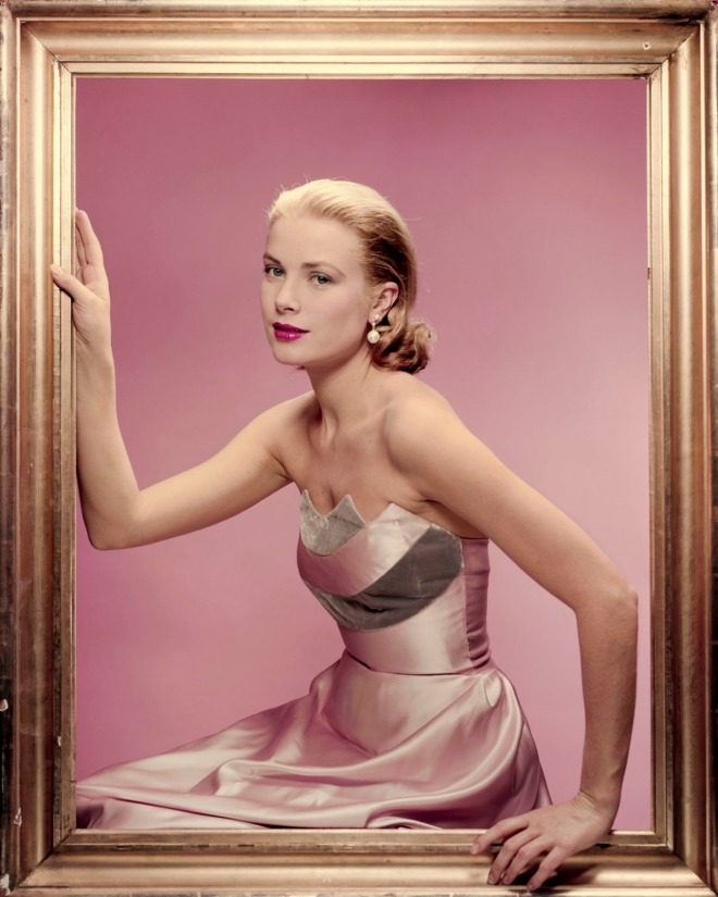 Grace Kelly in a dress by Oleg Cassini, photographed by Erwin Blumenfeld for Cosmopolitan, April 1955.-3.jpg