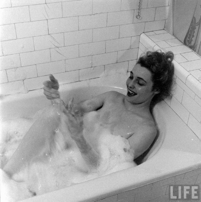Patricia Neal, Chicago, 1949, by Edward Clark, Life magazine-2