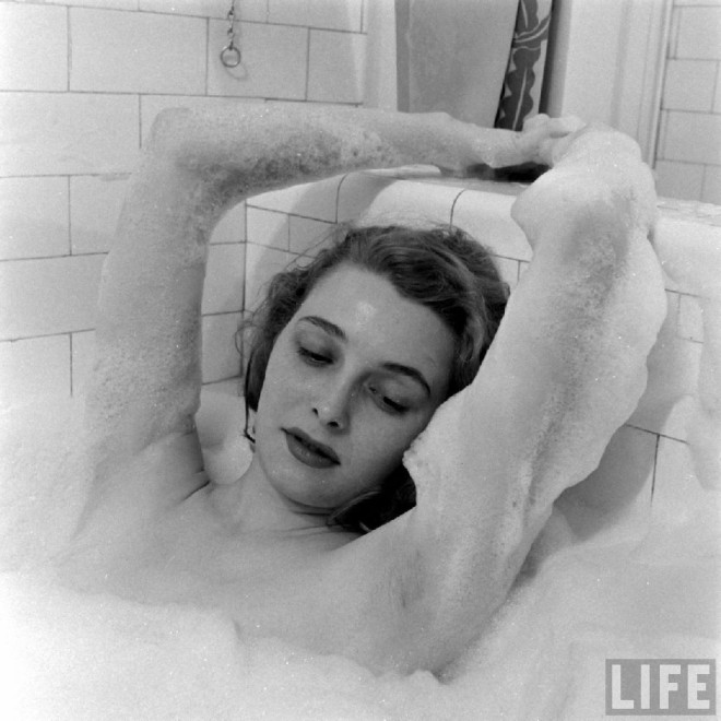 Patricia Neal, Chicago, 1949, by Edward Clark, Life magazine-5