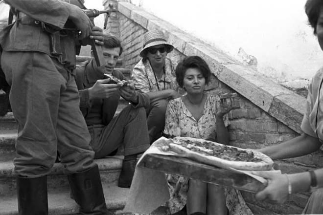 15_Jean-Paul Belmondo and Sophia Loren having pizza on the set of Two Women..jpg