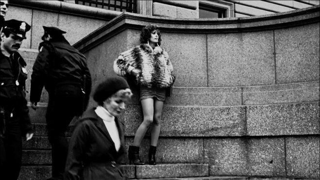 26_Jamie Lee Curtis, break in filming on the set of Trading Places, Manhattan, December 1982..jpg