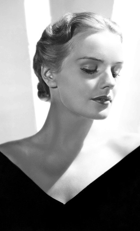 22_Frances Farmer, 1936._Harry Tiller.jpg