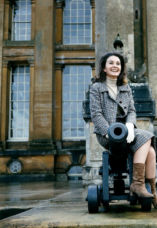 30_Jean Simmons pictured sitting on top of a cannon beside steps leading up to the front entrance of Blenheim Palace in Woodstock, Oxfordshire in 1966.jpg