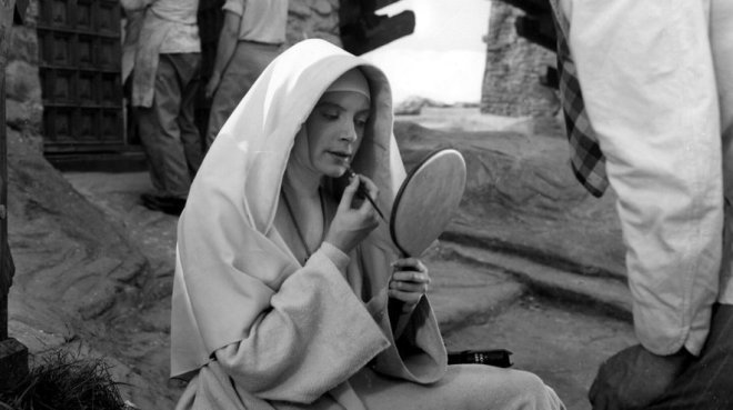 12_on the set of Black Narcissus (1947) Directed by Michael Powell and Emeric Pressburger -1