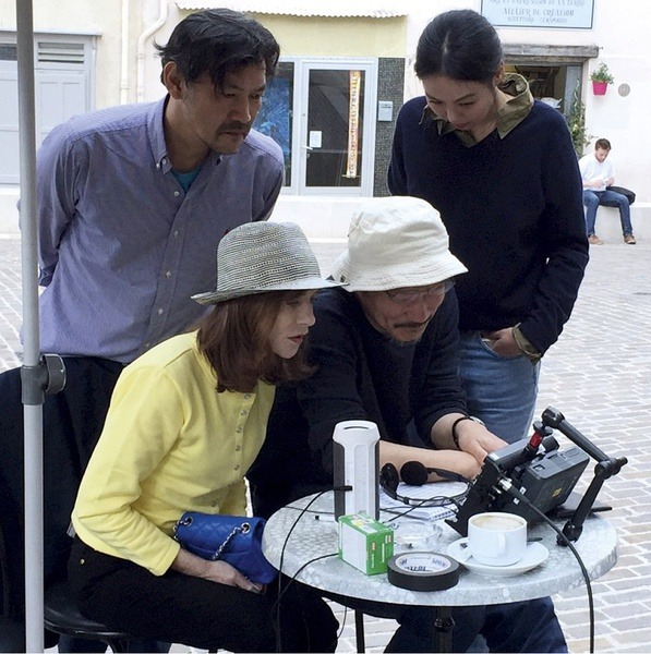 12_Jung Jin-young, Isabelle Huppert, Director Hong Sang-soo and Kim Min-hee gather around the monitor during the making of Claire' Camera.jpg