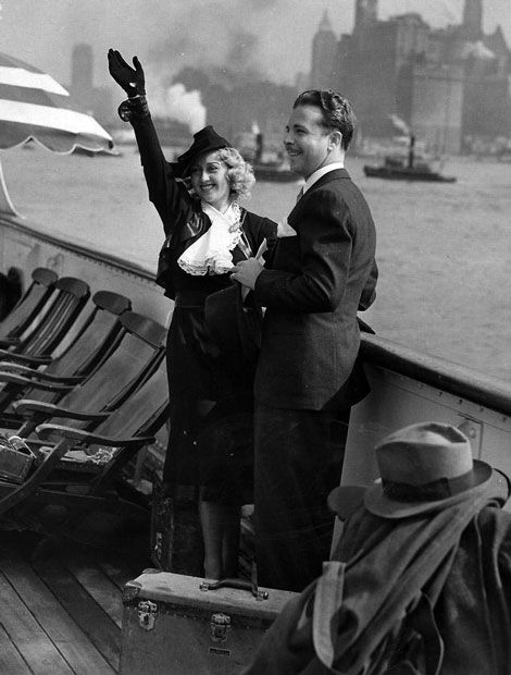 24_Joan Blondell and Dick Powell honeymoon on an ocean liner 1936.jpg