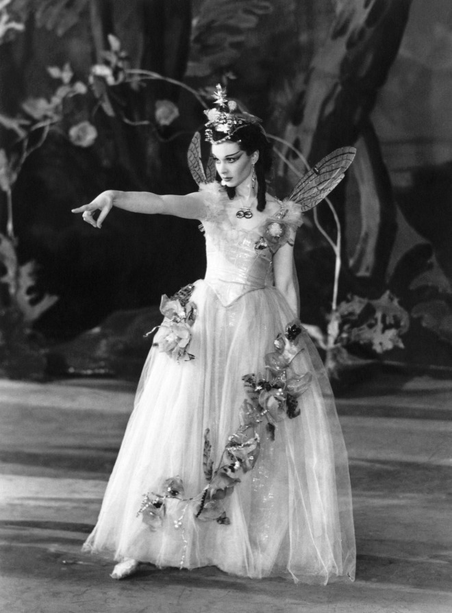 13_Vivien Leigh photographed by J.W. Debenham at The Old Vic Theatre during  her performance in A