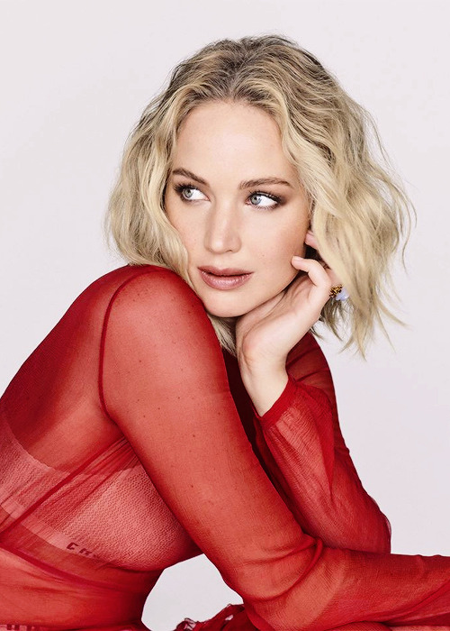 Jennifer Lawrence photographed for Elle France (2018)-2.png