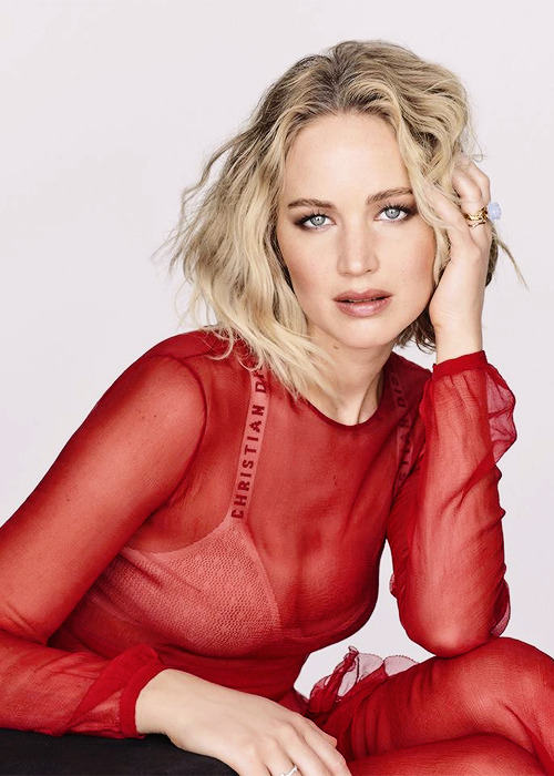Jennifer Lawrence photographed for Elle France (2018).png