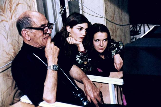 5_Buñuel filming That Obscure Object of Desire in 1977, with Carole Bouquet and Angela Molina..jpg