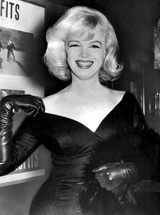 18_Marilyn Monroe photographed at the premiere of The Misfits (1961).jpg