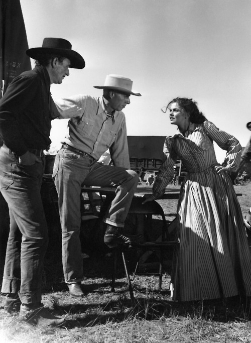 1_John Wayne, Director Howard Hawks and Joanne Dru on the set of Red River.jpg