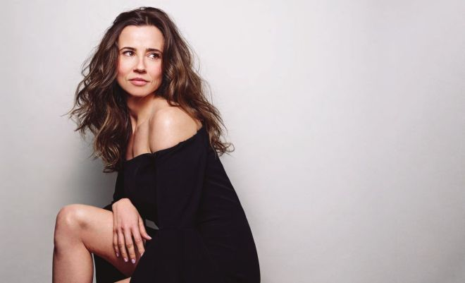 Linda Cardellini – Backstage Magazine May 19, 2016 -2
