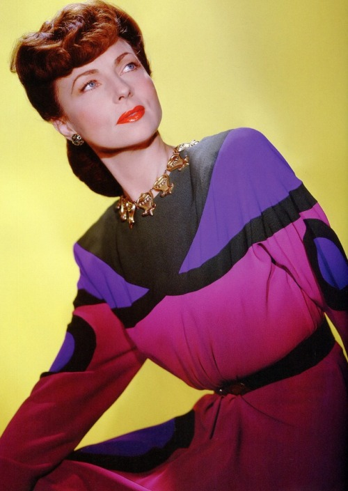 8_Agnes Moorehead photographed by Ernest Bachrach.jpg