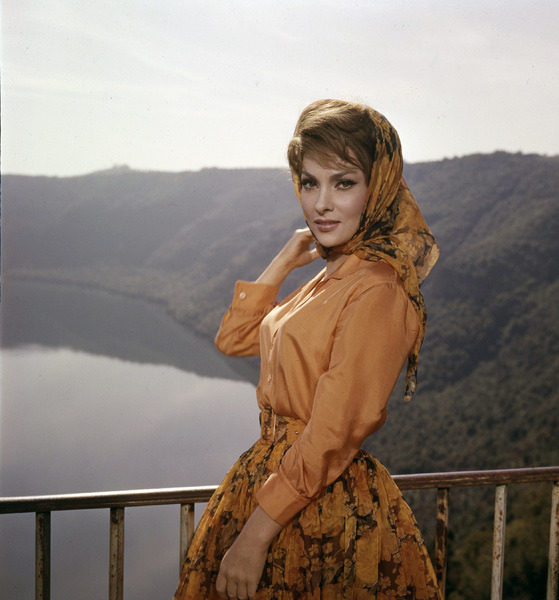 Gina Lollobrigida photographed by Leo Fuchs, 1960.-1.jpg