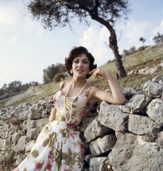 Gina Lollobrigida photographed by Leo Fuchs, 1960.-2.jpg