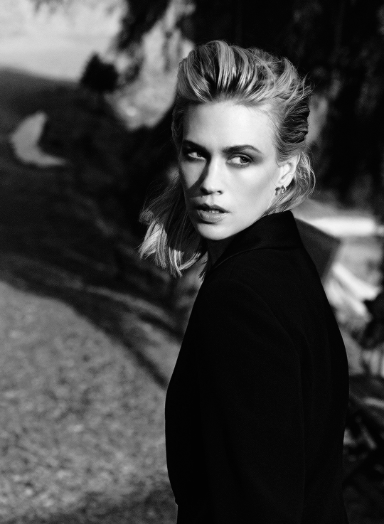 January Jones photographed by Francesco Carrozzini.-1