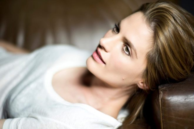 Stana Katic photographed by Lionel Deluy-1.jpg