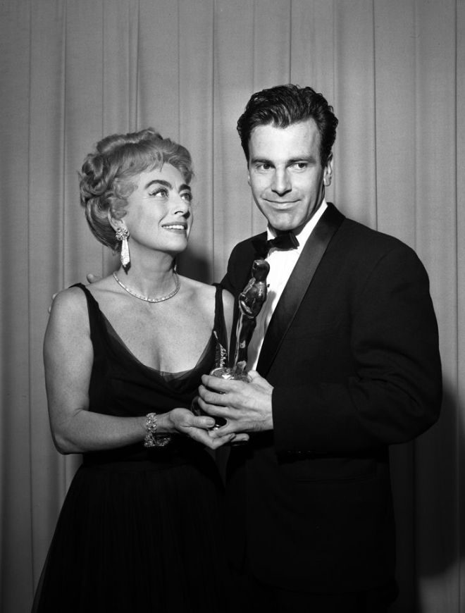 "Schell with the Oscar for Best Actor for his performance in ""Judgment at Nuremberg"" at the 34th Academy Awards in 1962. .jpg"